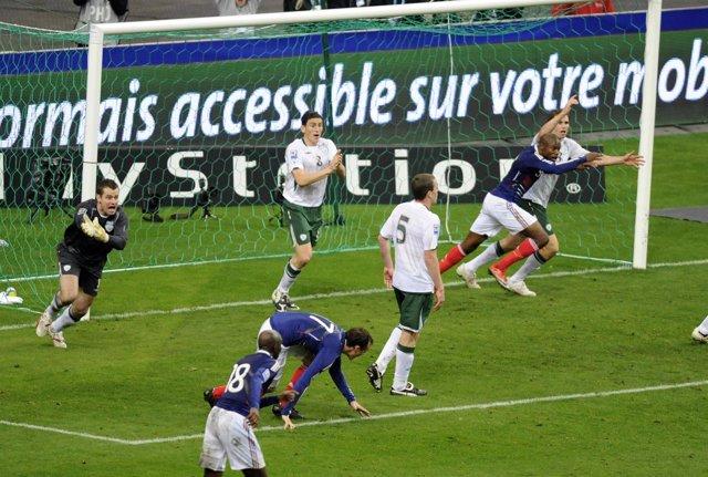 Polémico gol de Francia ante Irlanda en el play-off mundialista de 2009