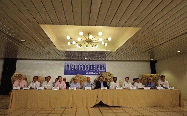 Mesa de negociaciones de los diálogos de paz en La Habana.