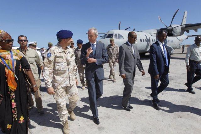 Visita de Pedro Morenés a Somalia
