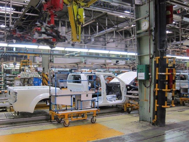 La producción industrial vuelve a tasas positivas en febrero