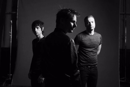 Muse presentan dos nuevos lyric videos: Defector y The handler