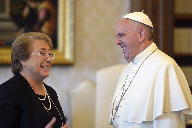 Michelle Bachelet y el Papa Francisco en el Vaticano