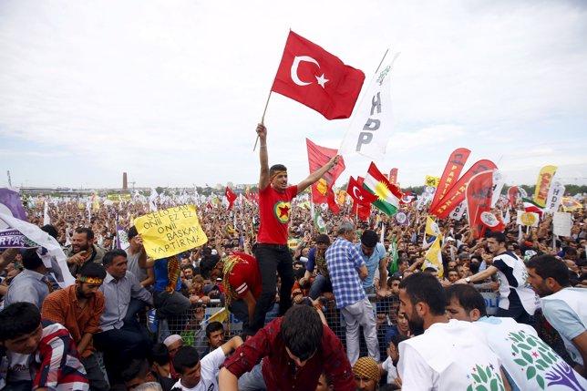 Simpatizantes del partido kurdo HDP