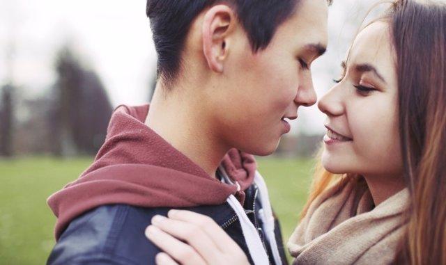 Jóvenes, amor, pareja, adolescentes