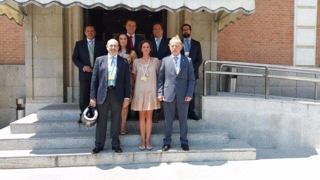 Representantes de los comerciantes del casco viejo de Santander en Moncloa