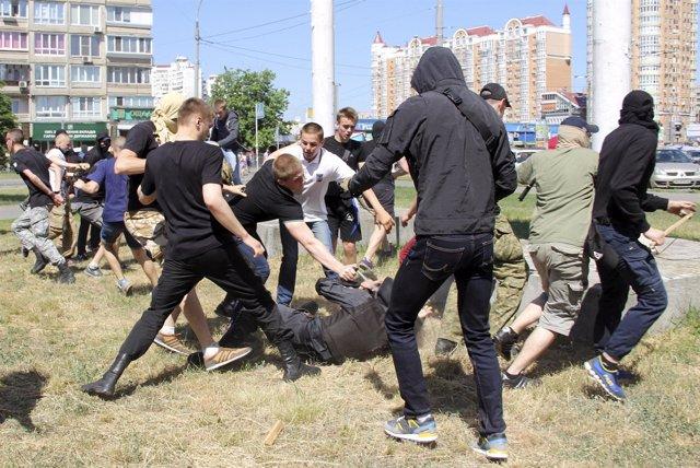 Enfrentamientos en Kiev durante una manifestación pro LGBT