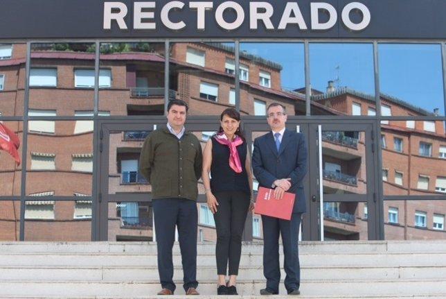 Pedro Álvarez junto a representantes de Universidad Colombia y de la UR