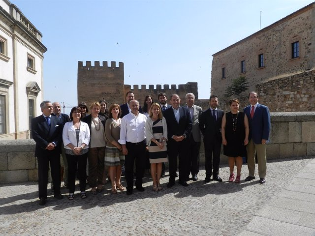 Foto de familia del Grupo de Ciudades Patrimonio de la Humanidad en Cáceres