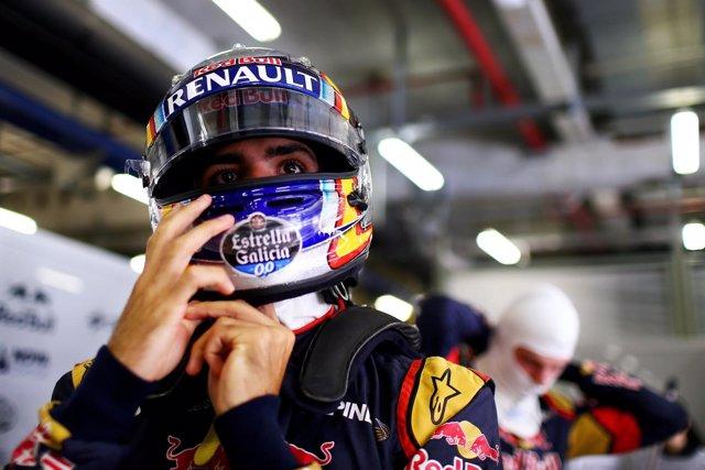 Carlos Sainz en el Box de Shanghái