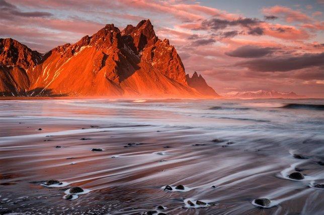Playa volcánica en Stokksnes (Islandia)