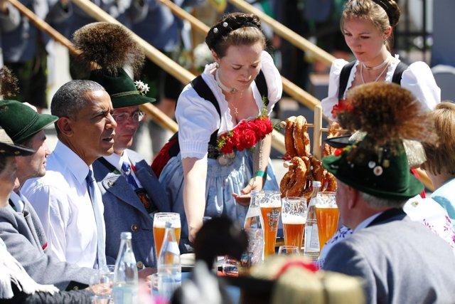 El presidente estadounidense, Barack Obama, tomando cerveza en Alemania