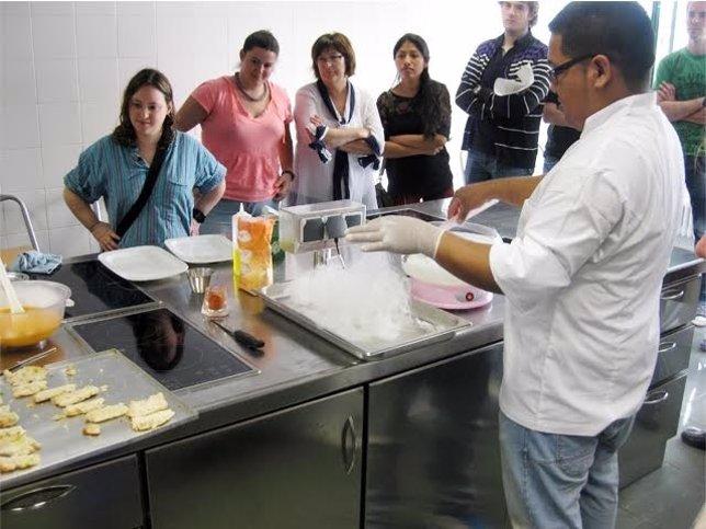 Aula de cocina de la Casa de la Juventud.