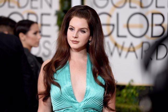 Lana Del Rey en la 72 edición de los Globos de Oro