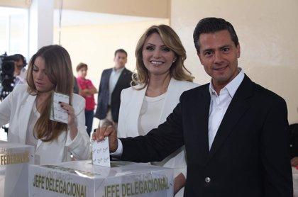 Peña Nieto acude a votar señalando que es un día de fiesta para la democracia mexicana