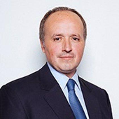 Ministro Insunza renuncia en Chile en medio de críticas por asesorías a empresas
