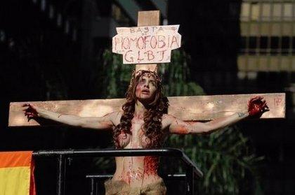 Polémica por la actriz que hizo de Jesucristo crucificado en el Orgullo Gay de São Paulo