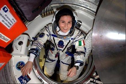 Samantha Cristoforetti, la astronauta tuitera que más tiempo ha permanecido en el espacio