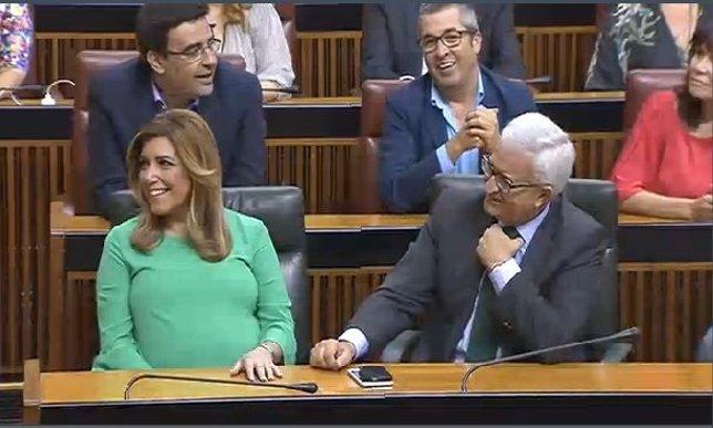Susana Díaz y Manuel Jiménez Barrios en la sesión de investidura