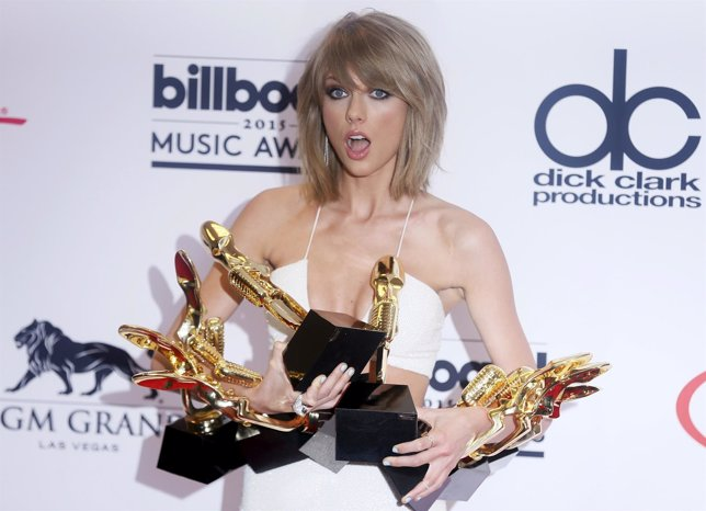 Taylor Swift poses with her awards during the 2015 Billboard Music Awards.