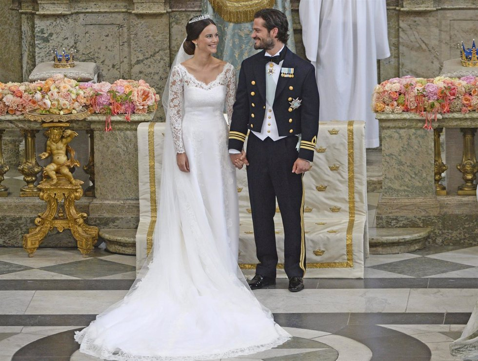 STOCKHOLM 2015-06-13Prince Carl Philip and Sofia Hellqvist during the exchange o