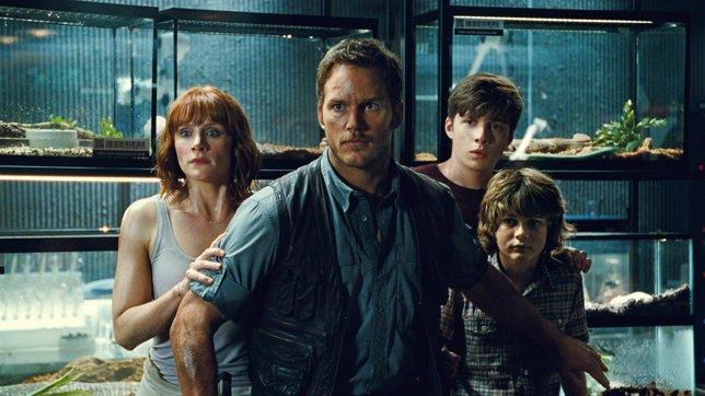Imagen de Jurassic World con Chris Pratt y Bryce Dallas Howard