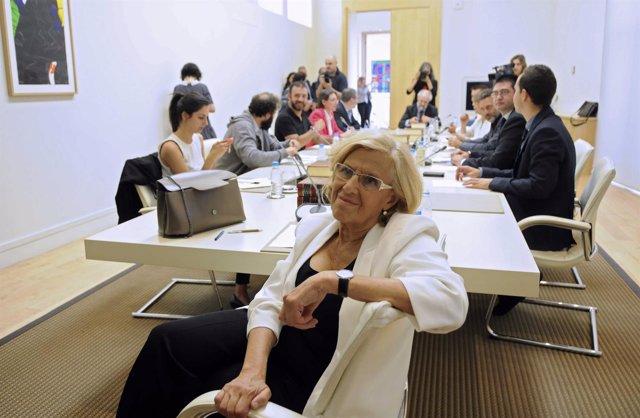 Manuela Carmena y su equipo