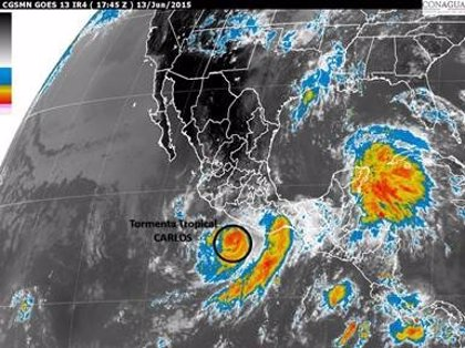 'Carlos' pierde fuerza y vuelve a tormenta tropical