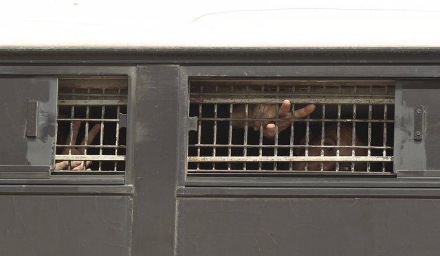 Presos palestinos son trasladados de una carcel a otra