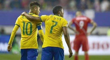 Brasil se impone 2-1 en el descuento a una sorprendente Perú