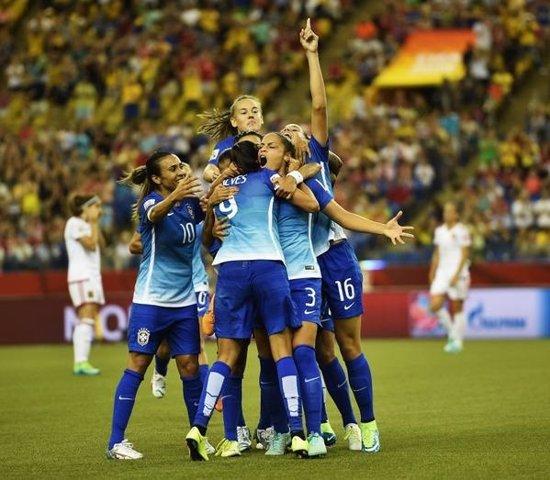 Selección de Brasil celebrando un gol ante España en el Mundial Femenino