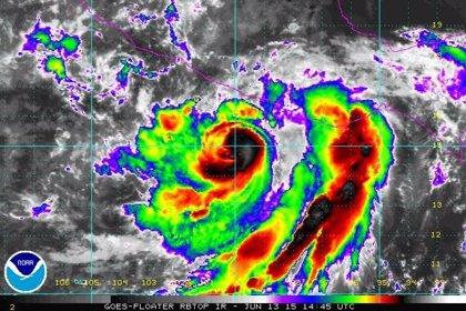 'Carlos' vuelve a convertirse en huracán en el Pacífico mexicano