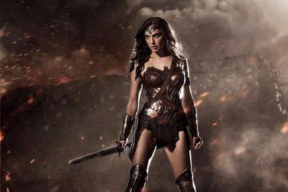 Batman v Superman: Wonder Woman, lista para la lucha en nuevas imágenes