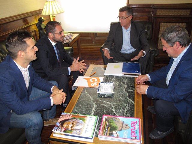 Reunión del alcalde de Teruel, Manuel Blasco, con los concejales de Ciudadanos