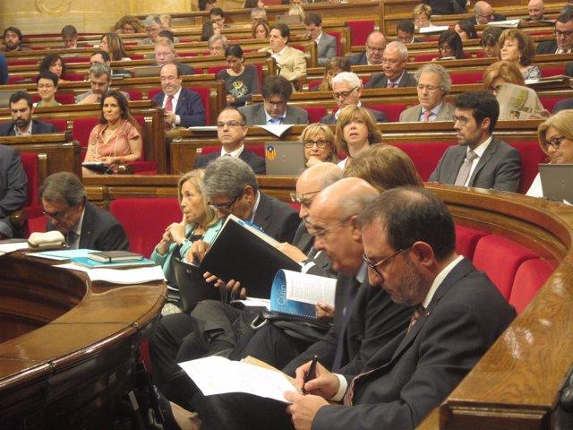 Artur Mas y consellers en el Parlament