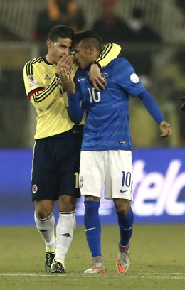 Colombia's Rodriguez chats with Brazil's Neymar after the end of their first rou