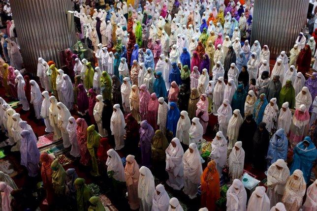 Musulmanes en Ramadan, rezo