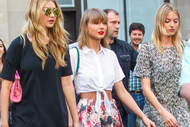 New York, NY - Taylor Swift and Gigi Hadid step out for dinner in New York City.