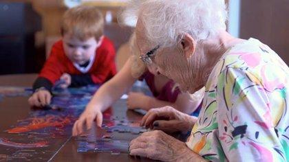 Deciden poner una guardería en un centro de ancianos y sus vidas cambian por completo