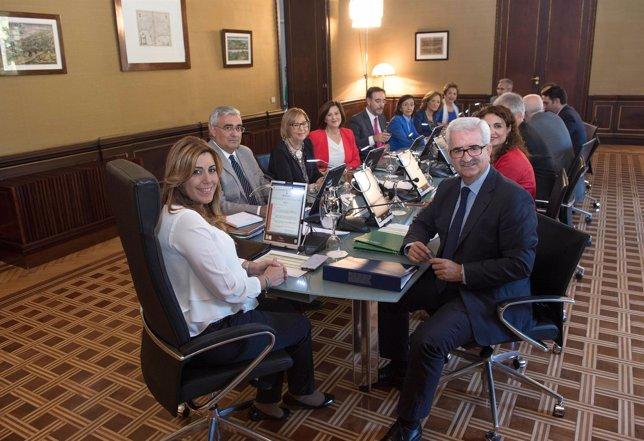 Díaz preside el primer Consejo de Gobierno del nuevo Ejecutivo