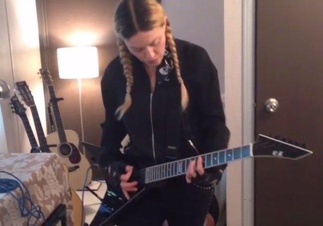 Madonna toca Whole Lotta Love de Led Zeppelin