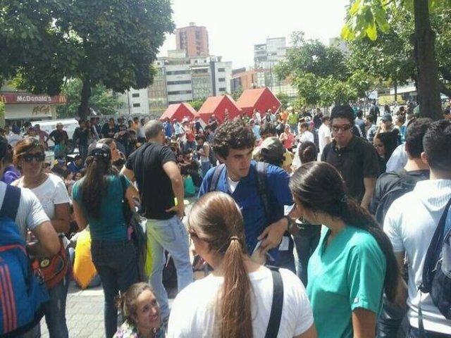 Estudiantes concentrados frente al Palacio de Justicia de Caracas
