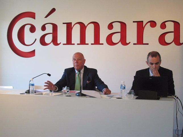 Javier Taberna, a la izquierda, en la rueda de prensa