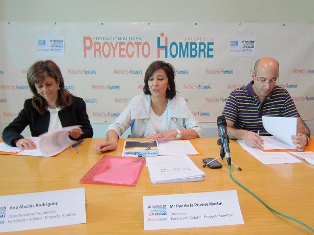 María Paz de la Puente (centro) junto a Ana Macías y José Luis Rodríguez.