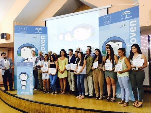 Jóvenes emprendedores ganadores del programa Emprendejoven