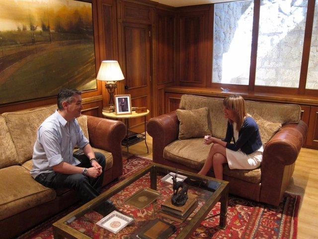 Imagen de la reunión de González y Cantabrana