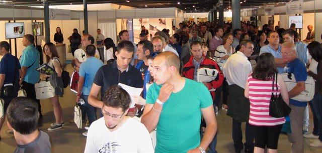 Asistentes a la Feria de Empleo organizada por la Cámara de Comercio