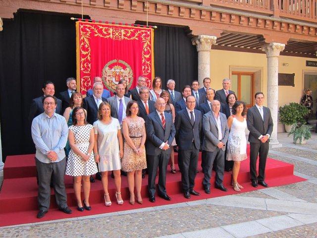 La nueva corporación provincial presidida por Jesús Julio Carnero.