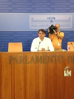 El diputado de Podemos Moreno Yagüe en rueda de prensa