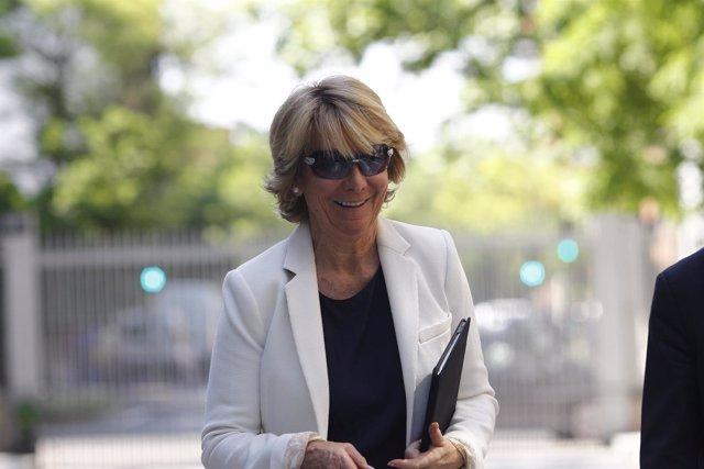 Esperanza Aguirre llega al debate de investidura de Cifuentes