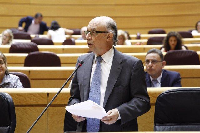 El ministro Cristóbal Montoro en el Senado